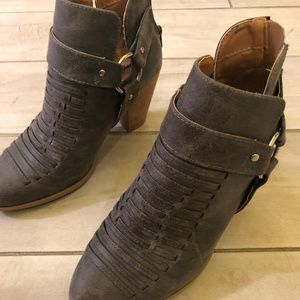 ***WOMENS QUPID GRAY BOOTLETS***